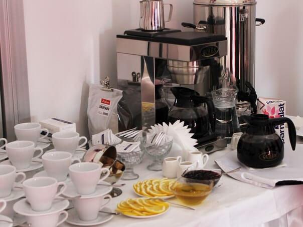 Сервировка стола для кофе брейка